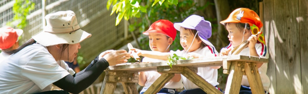 裏山の先生と子ども3人